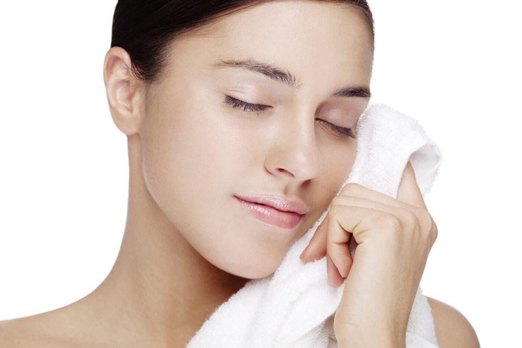 Nâng mũi bao lâu được trang điểm, rửa mặt và đeo kính?