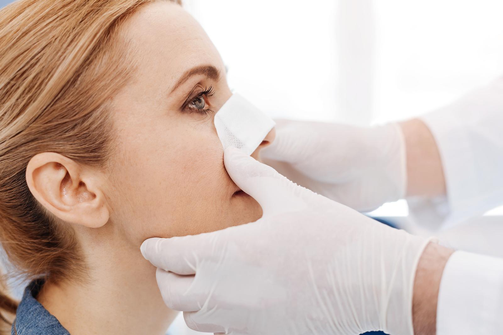 Phẫu thuật mũi có đau không? Kéo dài bao lâu?